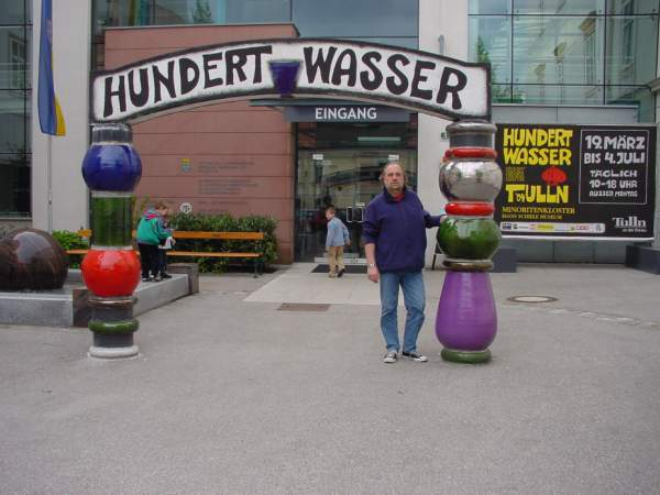 Hundertwasser tentoonstelling in Tüln (Oostenrijk) in 2004 van 19 maart tot 4 juli